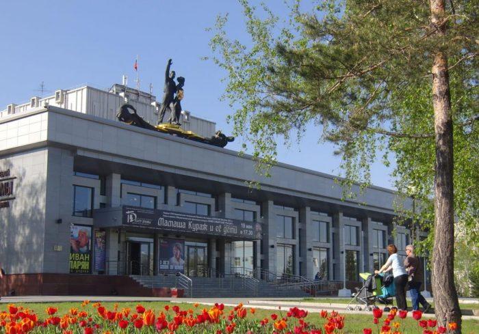 Teatr-dramy-imeni-V.-M.-SHukshina-700x489