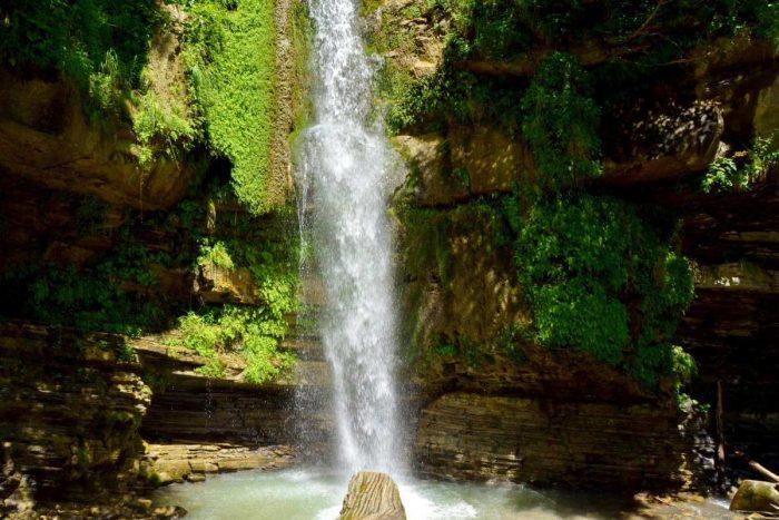 Vodopad-Igristyy-700x467
