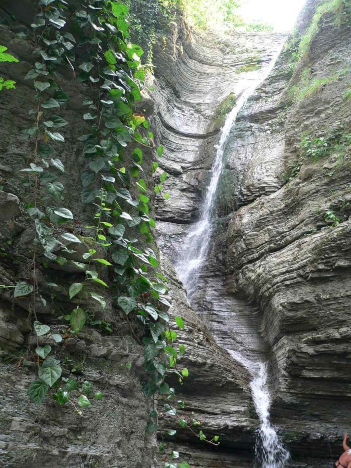 Vodopady-Psedah-700x933
