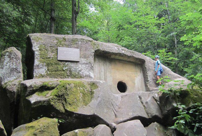 Volkonskiy-dolmen-700x474