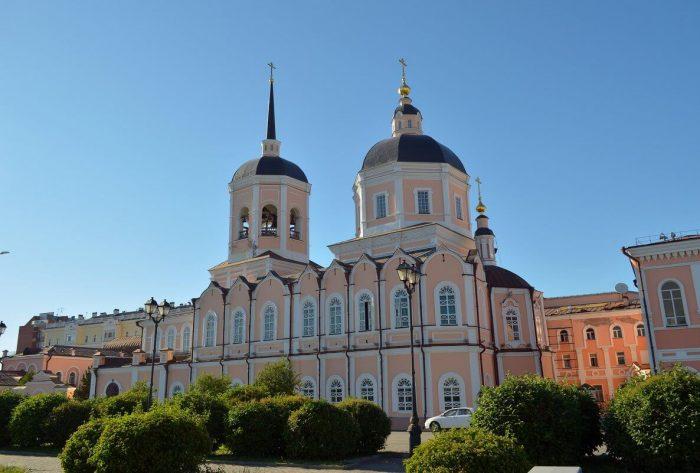 Bogoyavlenskiy-sobor-1-700x473