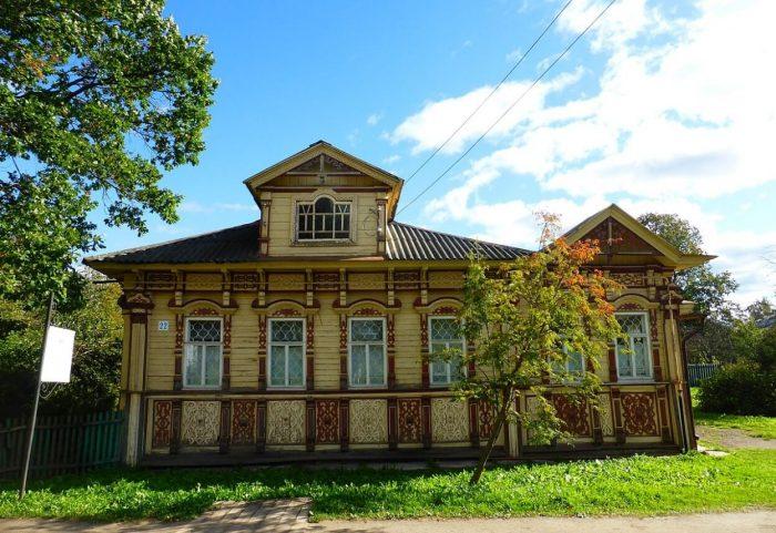 Dom-kontora-podryadchikov-stroiteley-Smirnovyh-700x481