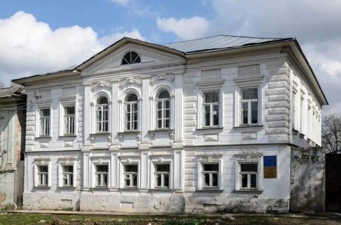 Dom-kuptsov-Korovkinyh-700x462