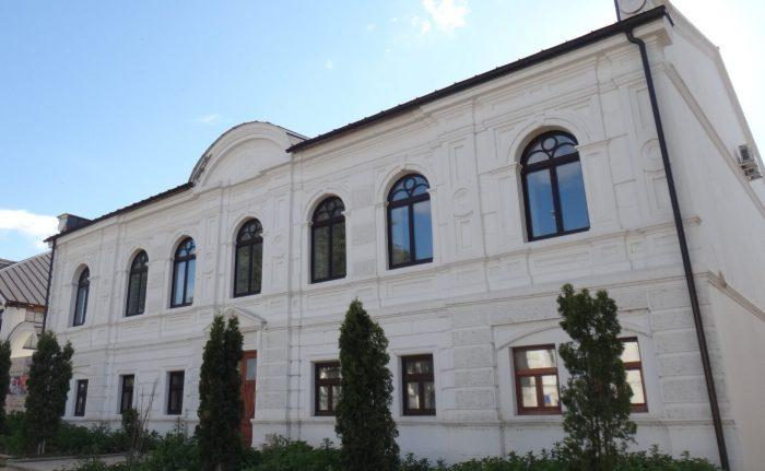 Dom-kuptsov-Semenovyh-700x431
