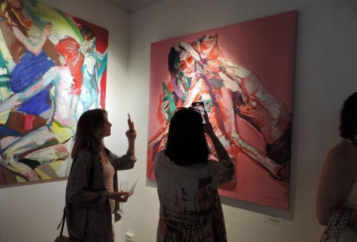 Galereya-sovremennogo-iskusstva-white-gallery-700x476