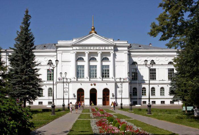Glavnyy-korpus-Tomskogo-universiteta-700x474