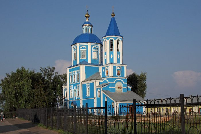 Hram-Pokrova-Bozhiey-Materi-700x467
