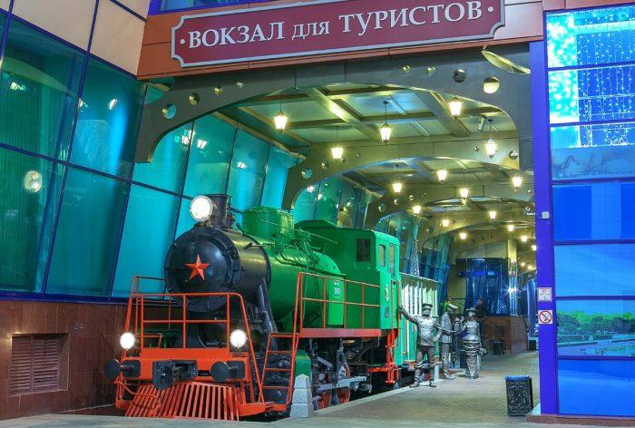 Kompozitsiya-Vokzal-dlya-turistov-700x472