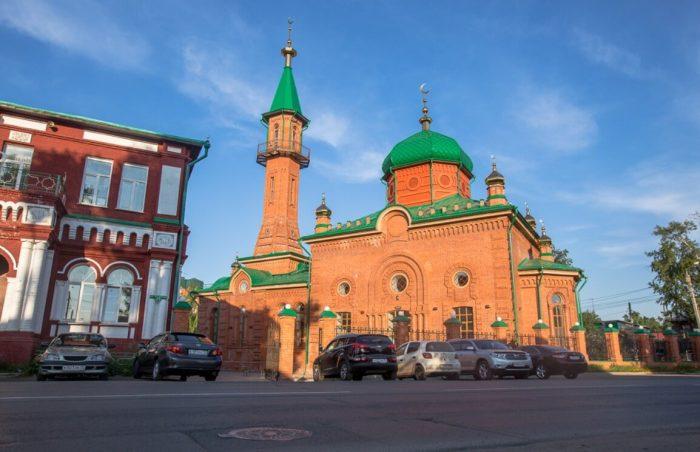 Krasnaya-sobornaya-mechet-700x452