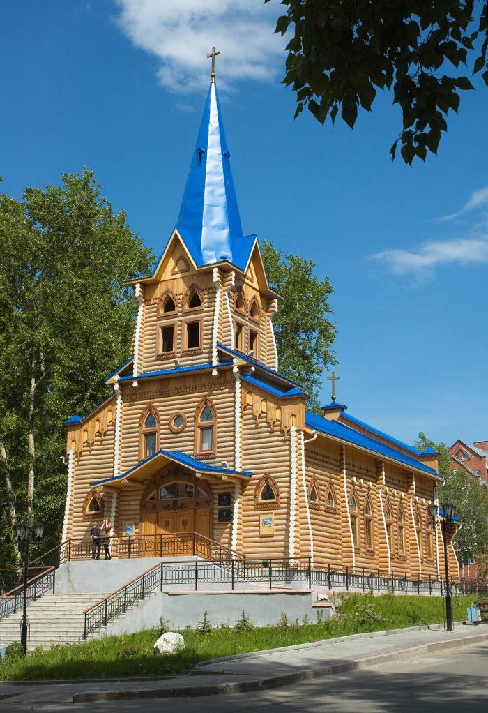 Lyuteranskaya-tserkov-Svyatoy-Marii-700x1022