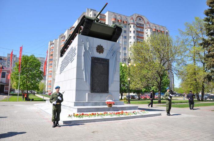 Memorial-Tambovskiy-kolhoznik-700x463