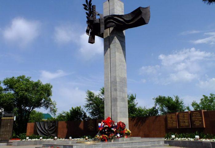 Memorialnyy-kompleks-Pamyati-pavshih-v-gody-voyny-700x480
