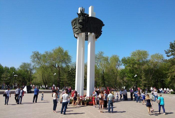 Monument-Pavshim-za-Sovetskuyu-Rodinu-700x473