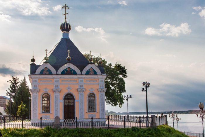 Nikolskaya-chasovnya-700x467