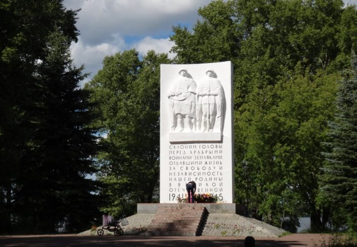 Obelisk-voinam-kalyazintsam-pavshim-v-gody-VOV-700x486