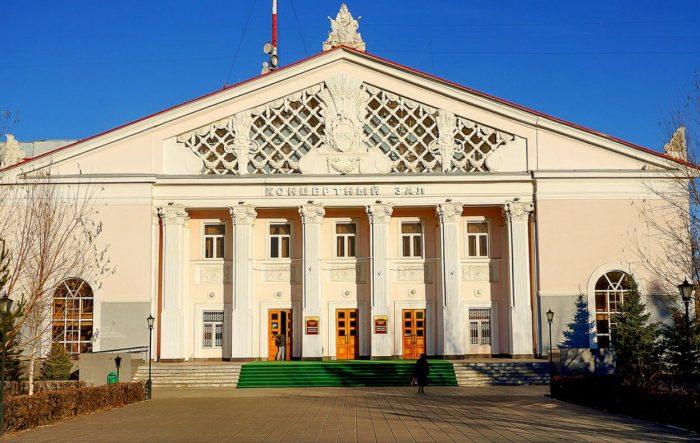 Orenburgskaya-oblastnaya-filarmoniya-700x443