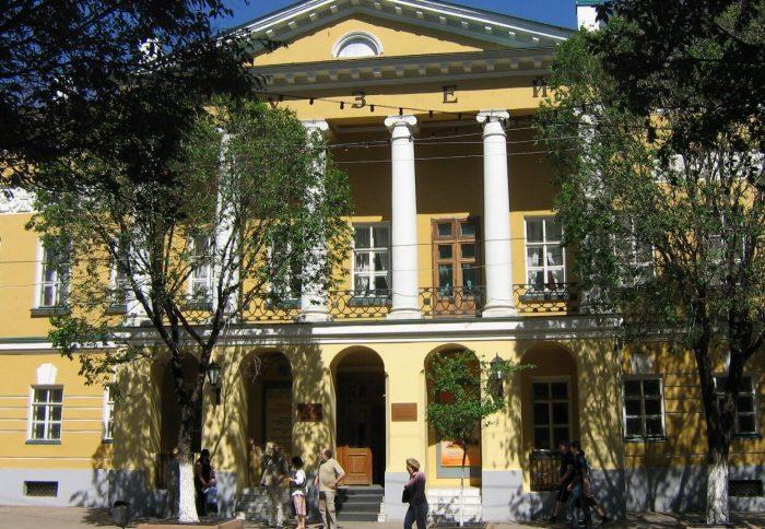 Orenburgskiy-istoriko-kraevedcheskiy-muzey-700x484