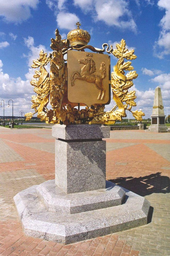 Pamyatnik-400-let-Tomsku-700x1053