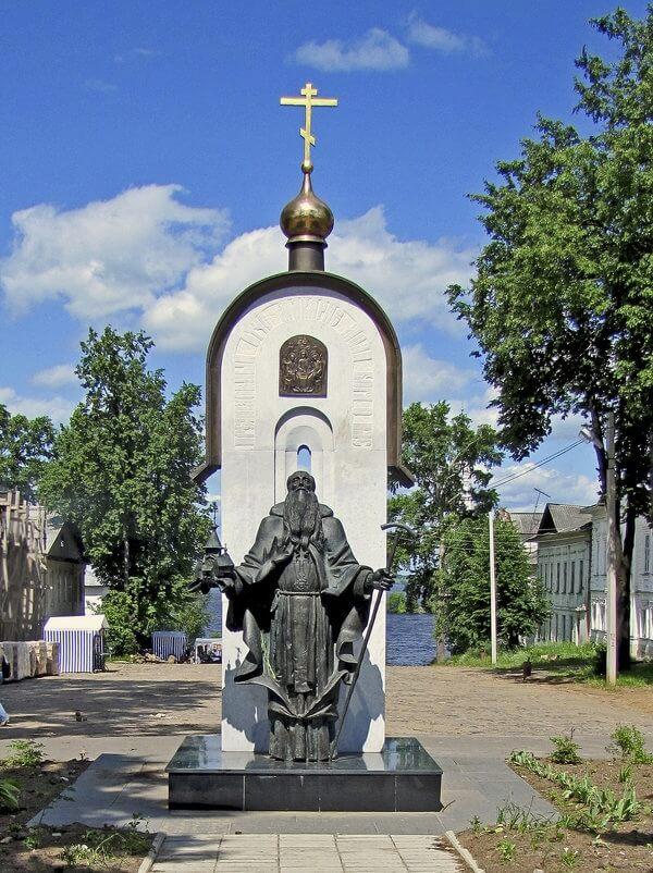 Pamyatnik-Makariyu-Kalyazinskomu