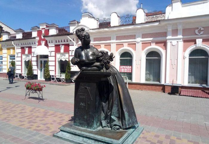 Pamyatnik-Tambovskaya-kaznacheysha-700x481