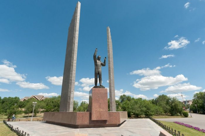 Pamyatnik-YUriyu-Gagarinu-700x465