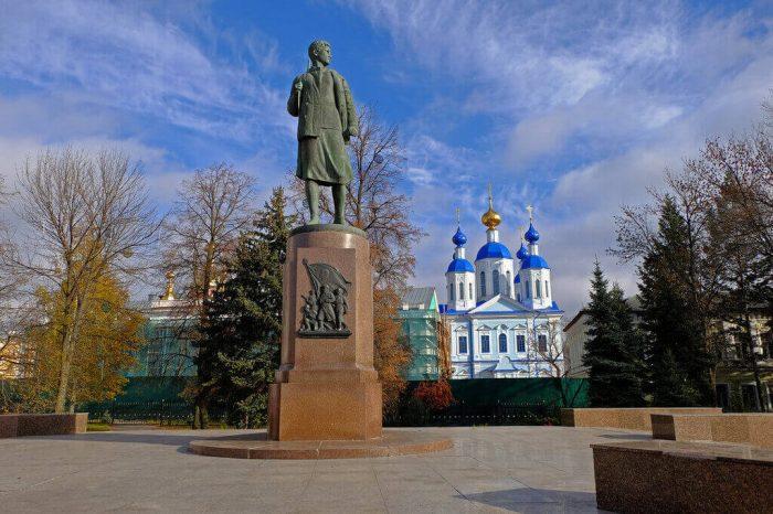 Pamyatnik-Zoe-Kosmodemyanskoy-700x466