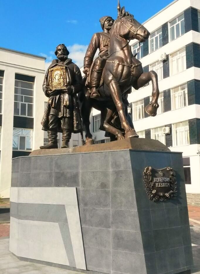 Pamyatnik-kazakam-Hopyorskogo-polka