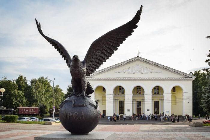 Skulptura-Orel-YUbilyar-700x467