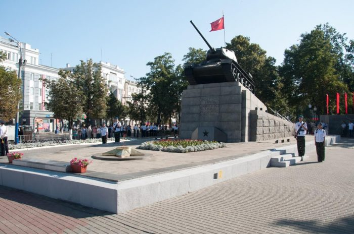 Skver-Tankistov-700x464
