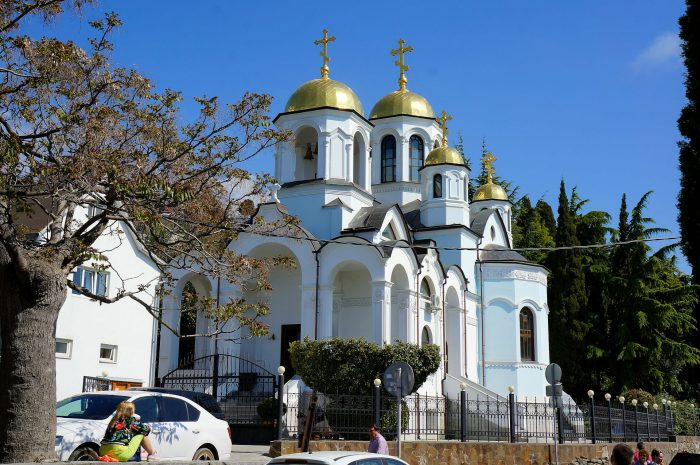 Svyato-Uspenskiy-sobor-700x465