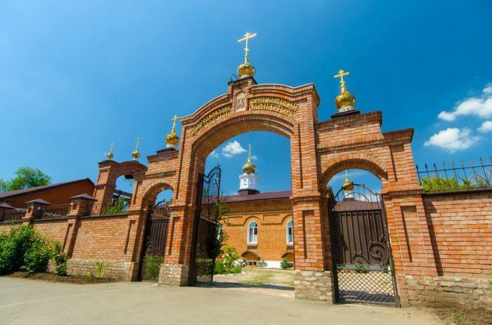 Svyato-Uspenskiy-zhenskiy-monastyr-700x463