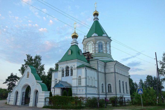 TSerkov-Iverskoy-ikony-Bozhiey-Materi-700x467
