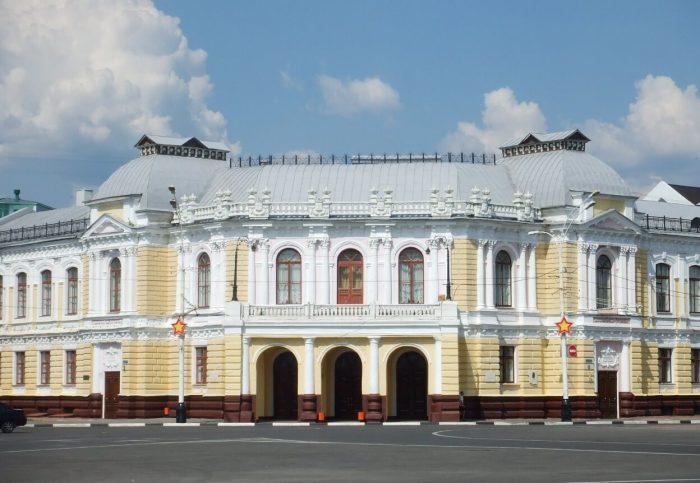 Tambovskiy-dramaticheskiy-teatr-700x483
