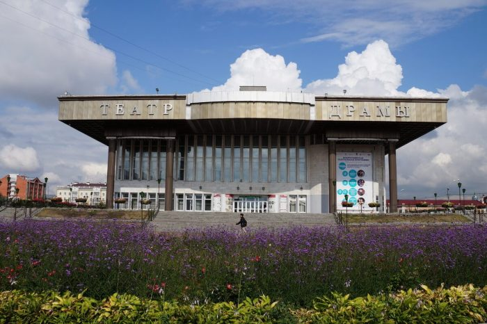 Tomskiy-oblastnoy-dramaticheskiy-teatr-700x466