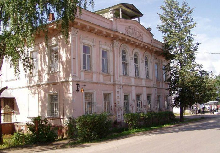 Tyutchevskiy-dom-700x486