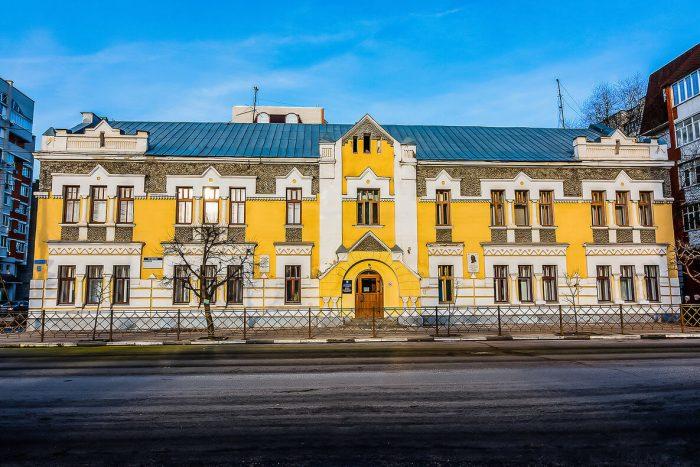 ZHiloy-dom-I.-I.-Satina-700x467